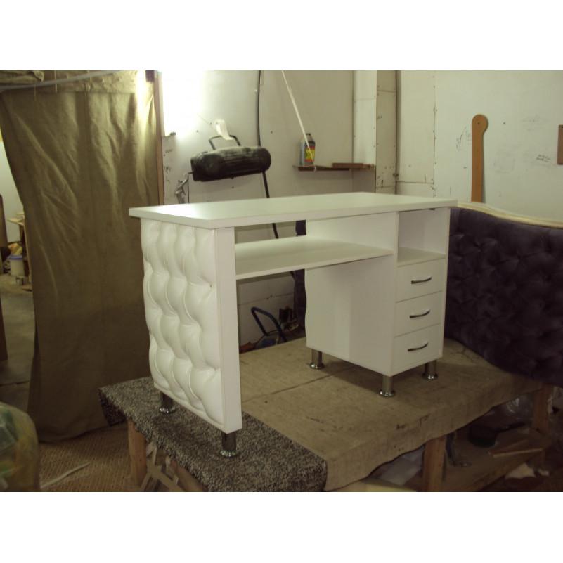 Маникюрный стол с прострочкой